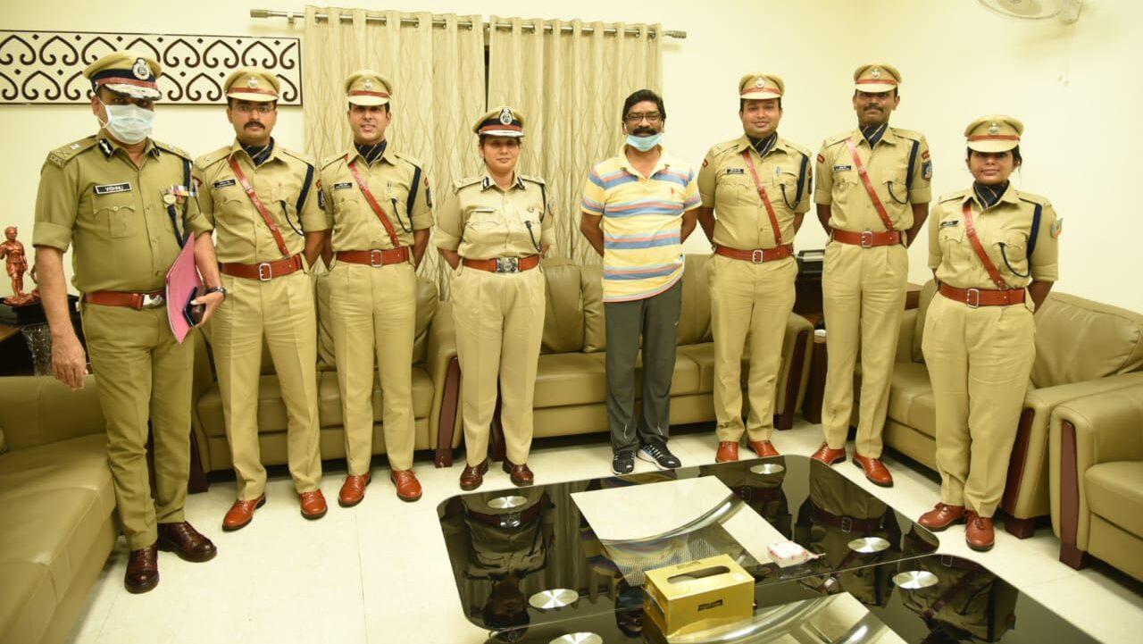 रांची स्थित मुख्यमंत्री आवास में 72 RR के 5 प्रशिक्षु आईपीएस अधिकारियों ने मुलाकात की