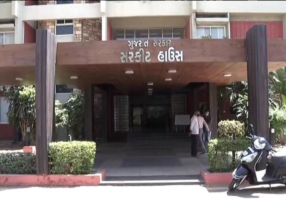 गांधीनगर (Gandhinagar) सर्किट हाउस में फूटा कोरोना बम, 17 कर्मचारी हुए संक्रमित
