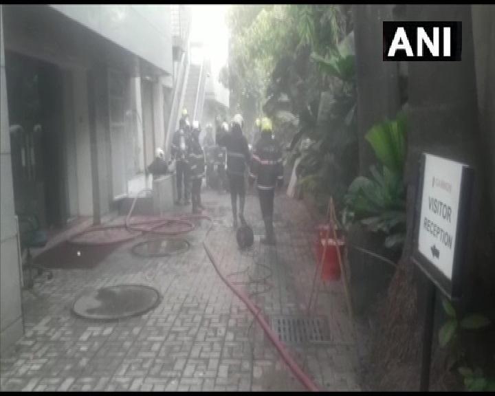Mumbai fire: मुंबई के प्रभादेवी इलाके में एक इलेक्ट्रिक वायर गोदाम में लगी है आग
