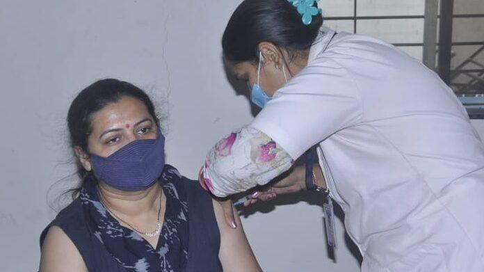 Covid vaccine: सीरम इंस्टीट्यूट ने कोविशिल्ड की कीमत में की बढ़ोतरी