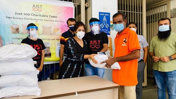 Just 100: અમદાવાદની સેવાભાવી સંસ્થાઓ દ્વારા સિવિલ હોસ્પિટલમાં કરાઇ દાનની સરવાણી