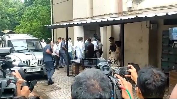 Rahul Gandhi: राहुल गांधी सूरत कोर्ट में पहुँचे, पूर्णेश मोदी ने कहा- अंतिम सांस तक लड़ेंगे