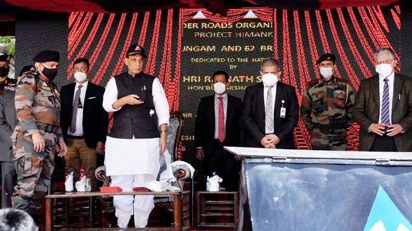 Rajnath Singh: रक्षामंत्री राजनाथ सिंह ने किया चीन सीमा से जोड़नेवाले पुलों का उद्घाटन, जानें क्या कहा