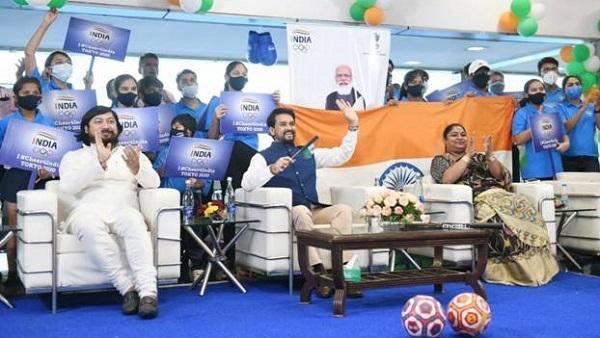 Anurag Thakur Olympics Chear: आज नई दिल्ली में ओलंपिक समारोह स्क्रीनिंग कार्यक्रम में भारत के लिए जयकार करते रहे खेलमंत्री अनुराग ठाकुर
