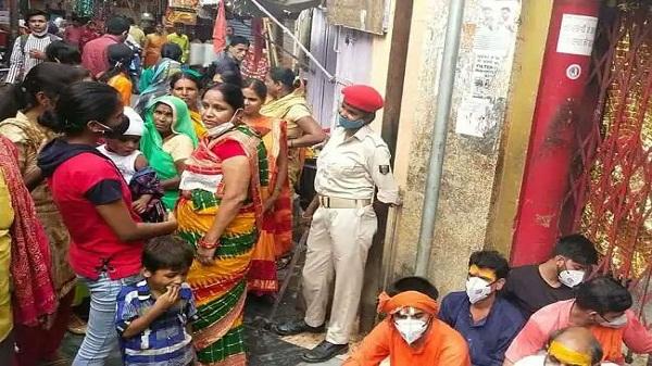 Arrah Mandir Dharna: सावन में मंदिर बंद होने से धरने पर बैठे पुजारी