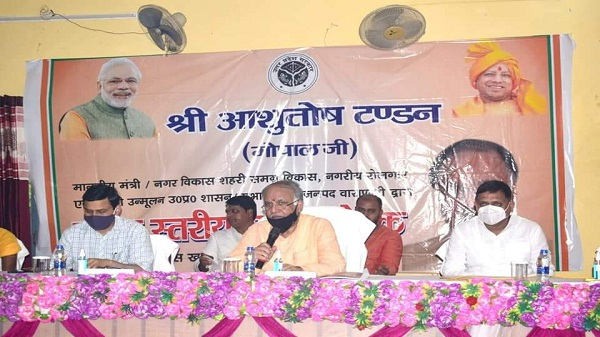 Ashutosh Tandon: आशुतोष टंडन ने विकास खंड काशीविद्यापीठ व हरहुआ का भ्रमण कर वहां के विकास कार्यों की समीक्षा की