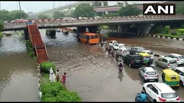 Delhi Rain: दिल्ली में बारिश से हुआ जलभराव, देखें तस्वीरें