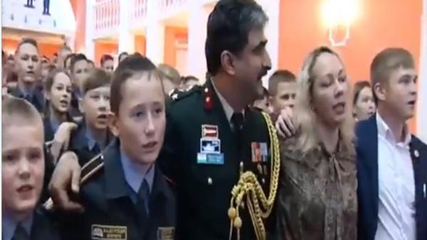Russia Hindi songs: रशिया के सैनिक स्कूल के बच्चों ने गाया हिंदुस्तानी देशभक्ति गीत, आओ सुनें