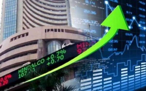 Share Market: हरे निशान पर खुला शेयर बाजार, सेंसेक्स 52,712 के पार कर रहा कारोबार