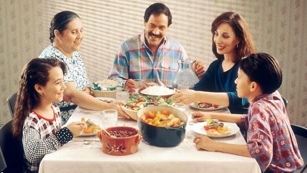 """In-laws: ससुराल में """"इन-लोज़"""" से जुडी समस्याओं को कैसे संभालें"""