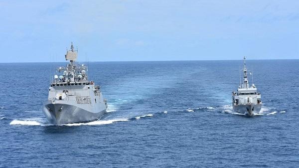 INS Talwar exercise: आईएनएस तलवार ने एक कीनियाई नौसैनिक जहाज के साथ अभ्यास किया