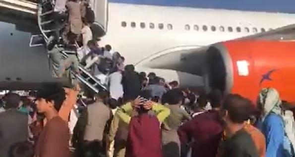 Kabul Airport firing: काबुल एयरपोर्ट पर फायरिंग में पांच की मौत, अफरा-तफरी का माहौल, देखें वीडियो