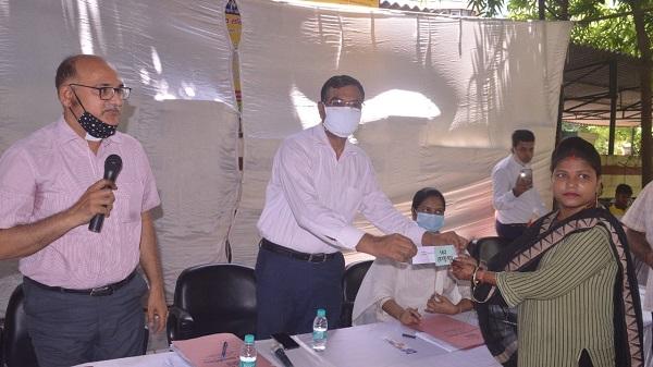PM Aawas Yojna: वाराणसी में 127 भाग्यशाली लोगों को आवंटित हुए आवास