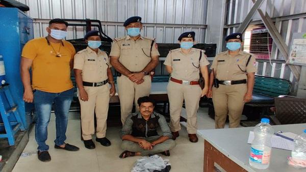 Ahmedabad Division: अहमदाबाद मंडल की आरपीएफ टीम ने बुटलेगर को पकड़ा