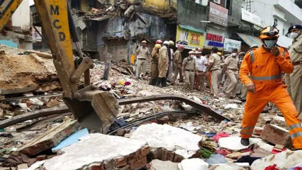 Delhi sabzi mandi building collapse
