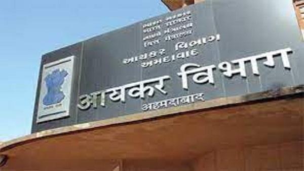 Income tax raid: अहमदाबाद के 6 बड़े बिल्डर ग्रुप पर आयकर विभाग के छापे
