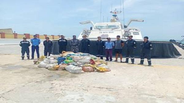 Indian coast guard: भारतीय तटरक्षक बल ने 2 हजार किलोग्राम समुद्री खीरा जब्त किया
