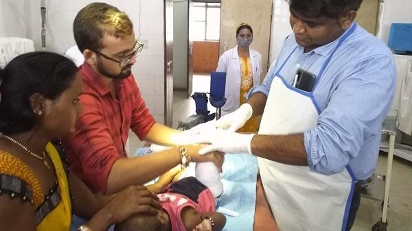 Free treatment: जिला अस्पताल में जन्मजात टेढ़े-मेढ़े पैर वाले बच्चों का निःशुल्क इलाज