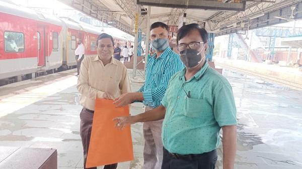 """No plastic day: अहमदाबाद मंडल पर """"नो प्लास्टिक डे"""" की थीम पर मनाया गया स्वच्छता पखवाड़ा"""