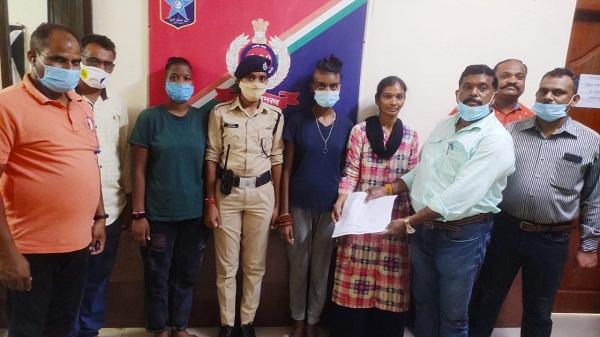 RPF team work: अहमदाबाद मंडल के आरपीएफ टीम ने घर से भागी दो नाबालिग लड़कियों को परिजनों से मिलाया