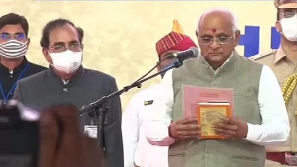 Gujarat CM Oath: भूपेंद्र पटेल बने गुजरात के 17वें मुख्यमंत्री, राज्यपाल ने दिलाई शपथ