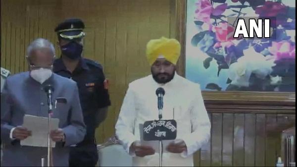 Punjab cm charanjit singh: चरणजीत सिंह चन्नी ने पंजाब के मुख्यमंत्री पद की ली शपथ, पीएम ने दी बधाई