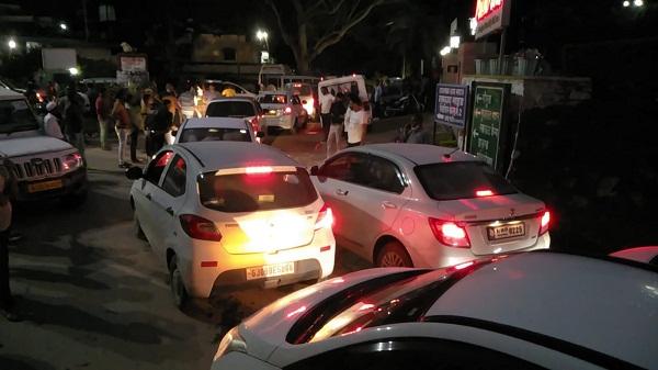 Mount abu traffic: माउंट आबू रोड मार्ग पर अभी भी लगी हुई है वाहनों के आने-जाने के लिए लंबी कतारें