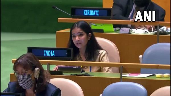 Sneha Dubey: जानिए कौन हैं इमरान खान की बोलती बंद करने वाली स्नेहा दुबे