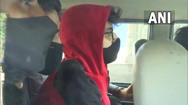Cruise party update: ड्रग्स केस में एनसीबी की बड़ी कार्यवाही, शाहरूख खाने के बेटे को किया गिरफ्तार