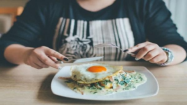 Eggs tips: इन 5 चीजों के साथ भूलकर भी न खाएं अंडा, वरना हो सकता है नुकसान