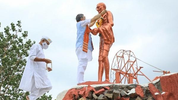 Gandhi jayanti: हिंदी विश्वविद्यालय में गांधी जी को किया अभिवादन