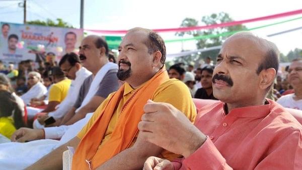UP Election 2022: भाजपा नेता वीसी पांडे ने सघन संपर्क कर दी कल्याणकारी योजनाओं की जानकारी
