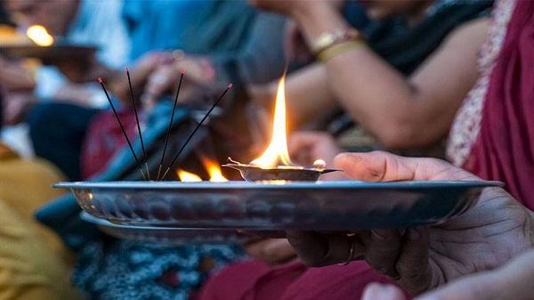 Puja tips: जानिए क्यों पूजा में जलाई जाती हैं अगरबत्ती और धूपबत्ती, पढ़ें पूरी खबर